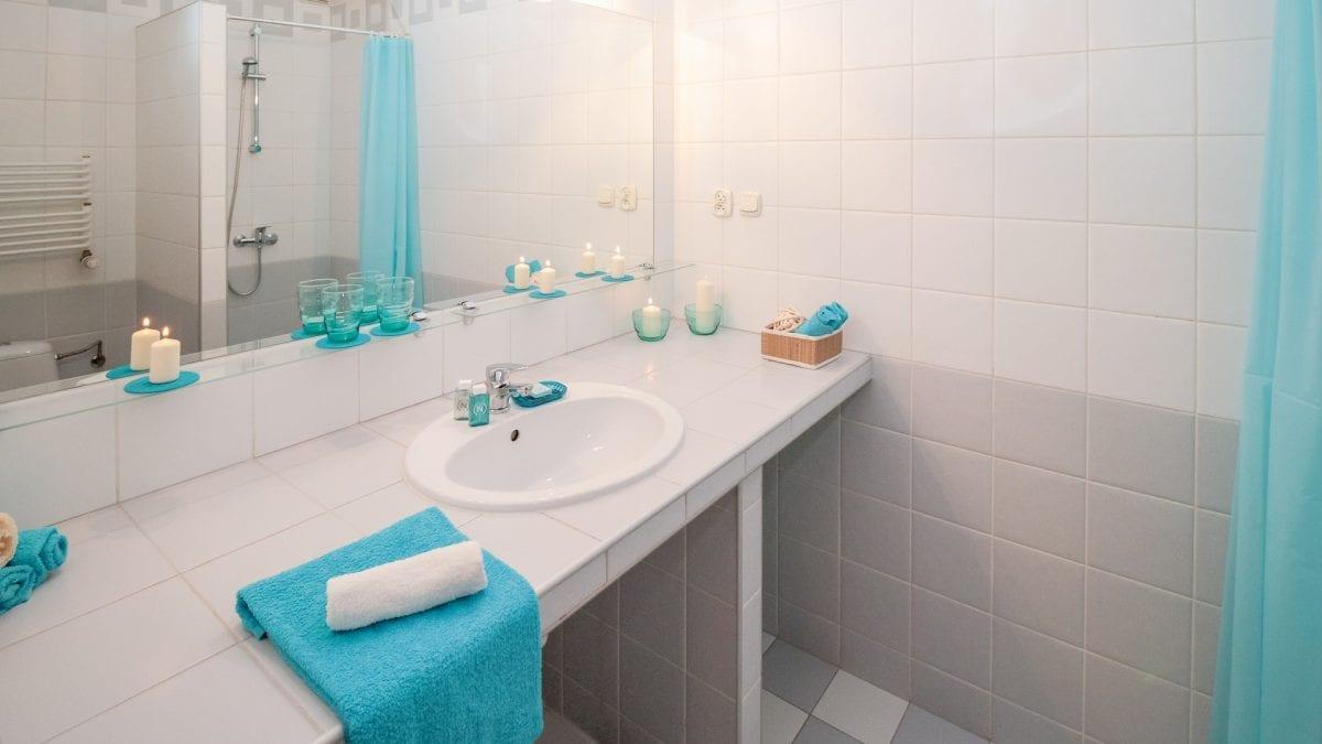 bathroom-2094716_1920