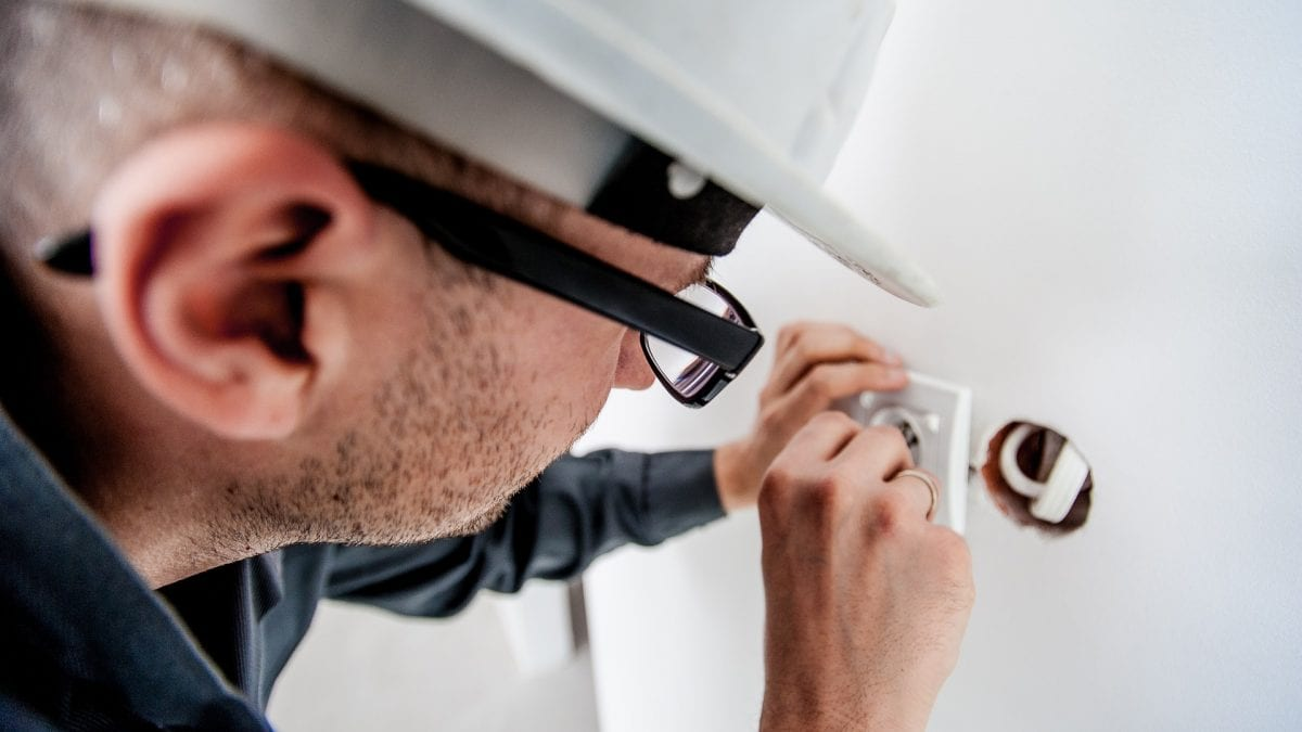 electrician-1080554_1920